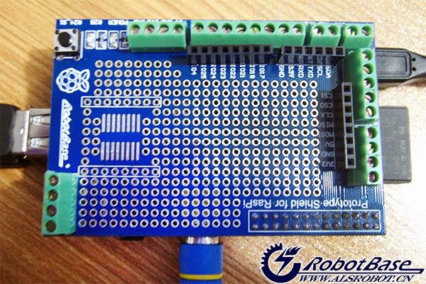 然后按下面的电路图搭建电路,这里我用的是 树莓派原型