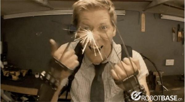 在白沙狼2里他的钢爪被砍了后只剩下骨爪在x战警逆转金刚网情趣内衣图片